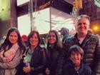 Glória Pires curte ponto turístico de Nova York com a família