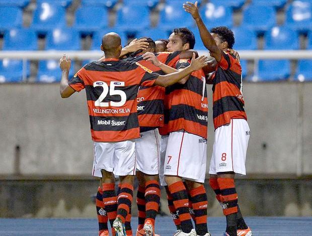 Flamengo comemora gol sobre o Coritiba (Foto: Alexandre Loureiro / VIPCOMM)