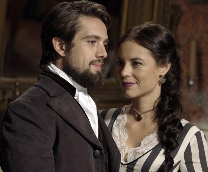 Felipe e Melissa concordam com a data do casamento  (Foto: TV Globo)