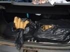 Policial para carro, sente cheiro de maconha e encontra 98 kg da droga