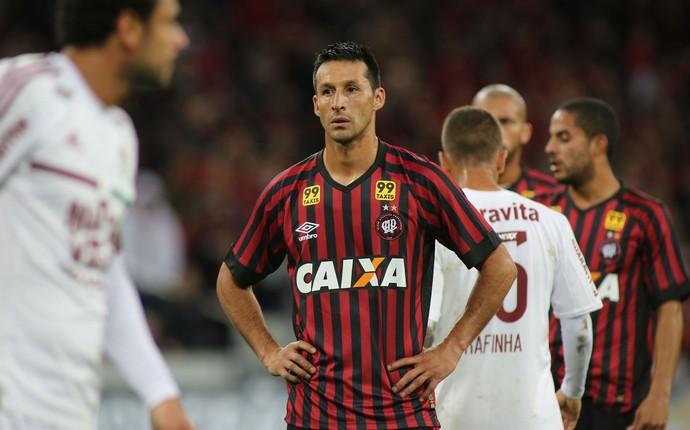 Chistian Vilches Atlético-PR Fluminense (Foto: Giuliano Gomes/ Agência PRPRESS)