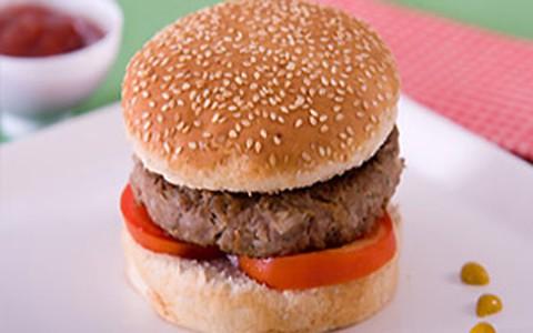 Hambúrguer de carne caseiro com cream cheese