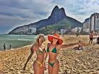Bárbara Evans reforça bronzeado em dia de sol no Rio de Janeiro