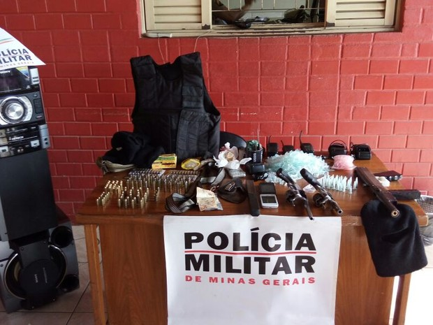 Materiais apreendidos durante Operação Minerva em Joaíma (Foto: Polícia Militar/Divulgação)