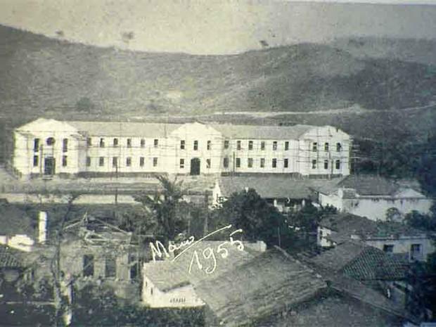Fotografia do Colégio Angélica ainda em obras em 1955 (Foto: Divulgação/PMI)