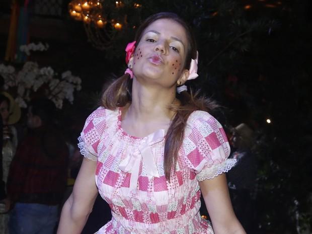 O beijinho da atriz (Foto: Roberto Filho/AgNews)