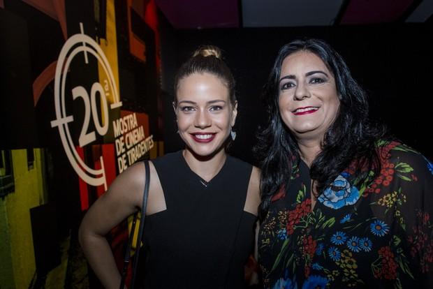 Leandra Leal com Raquel Hallak, organizadora da Mostra (Foto: Leo Lara/Divulgação)