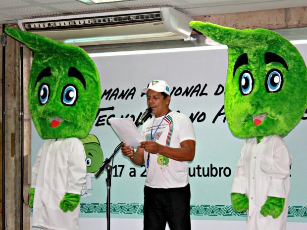 Mascote do evento foi nomeado como Dr. Fito, sugestão da aluna Daiana Vieira (Foto: Tiago Melo/ G1 AM)