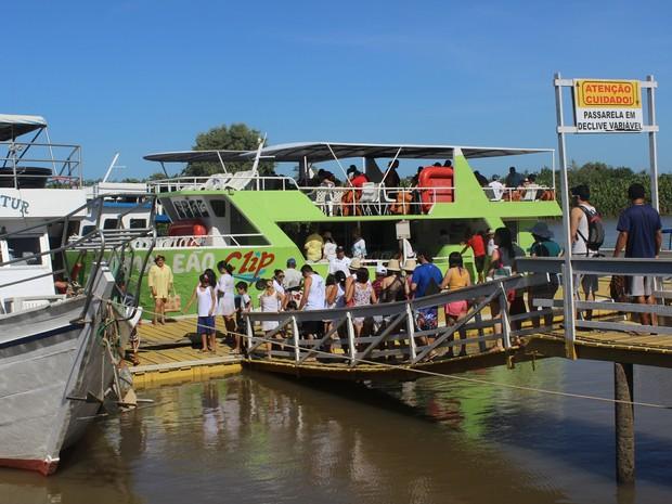 Turistas lotam Ilha Grande para o passeio do Delta do Parnaíba (Foto: Patrícia Andrade/G1)