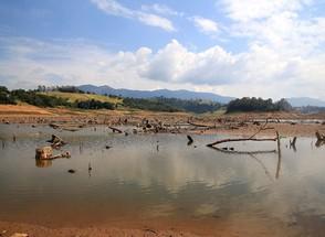 Mesmo com chuva em SP, cai volume de água no Cantareira