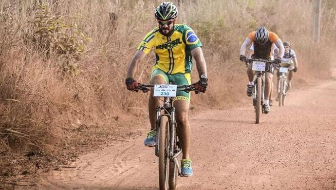 Rhauan, de amarelo na frente, pedala desde a infância (Foto: Rhauan Medeiros/Arquivo pessoal)