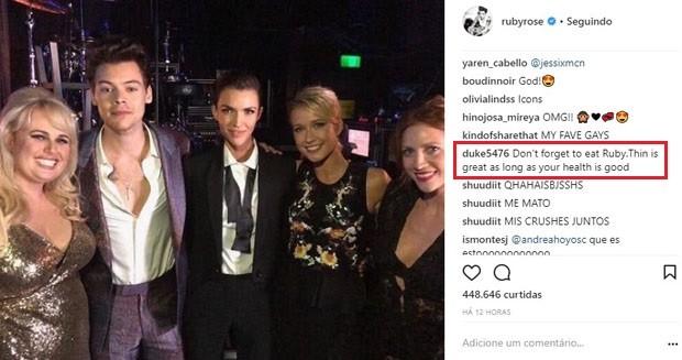 Ruby Rose (centro) durante premiação (Foto: Reprodução/Instagram)