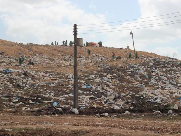 Segundo agentes, limpeza do lixão é desvio de função (Foto: Arquivo Pessoal)