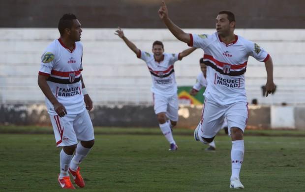 Herique Dias comemora com Leandro gol do Botafogo-SP (Foto: Agência Botafogo)