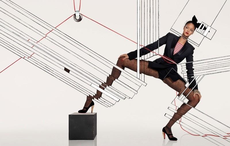Rihanna posa em clima festivo para a Vogue Paris de dezembro (Foto: Divulgação)