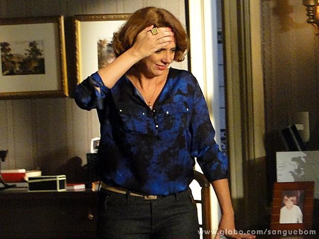 Brenda fica na pior (Foto: Sangue Bom/TV Globo)