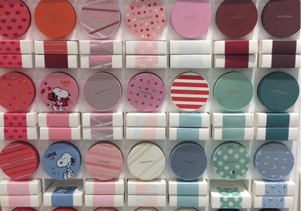 Cushions com embalagem customizável em Myeongdong, na Innesfree (Foto: Renata Kalil)