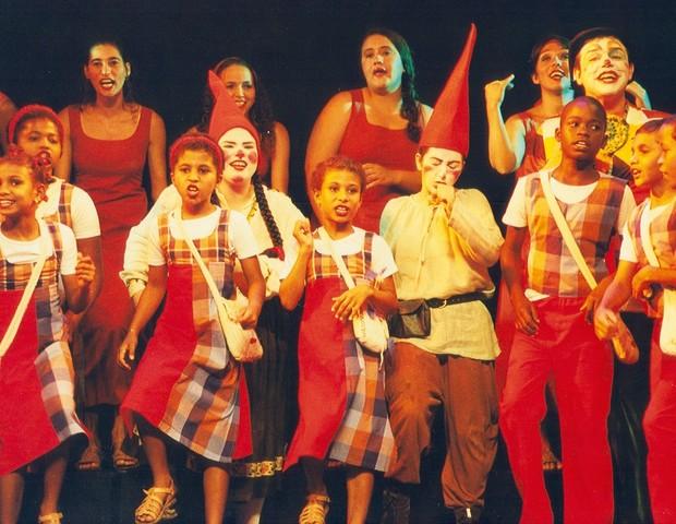 O espetáculo Roda que Rola, do coral Meninos de Araçuaí em parceria com o grupo de teatro Ponto de Partida, de Minas Gerais, completa 20 anos (Foto: Divulgação)
