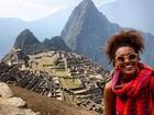 Sheron Menezzes posa estilosa durante viagem ao Peru