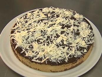 Torta Banoffi é feita com banana, leite condensado, creme e chocolate (Foto: Reprodução/RPC TV)