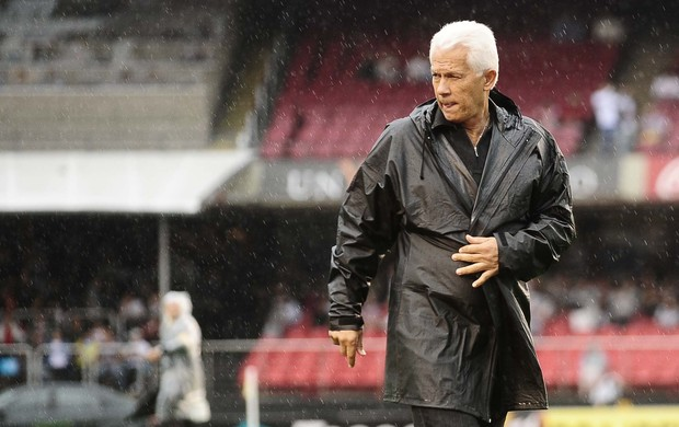 Emerson Leão, do São Paulo, no clássico contra o Santos (Foto: Marcos Ribolli / Globoesporte.com)