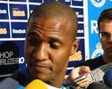 Ex-seleção, lateral Gilberto visita Araxá para conhecer estrutura do clube