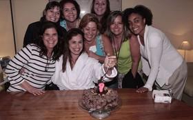 Daniela Escobar ganha festa surpresa de aniversário