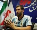 Sósia de Messi no Irã veste a camisa do Barcelona e até distribui autógrafos
