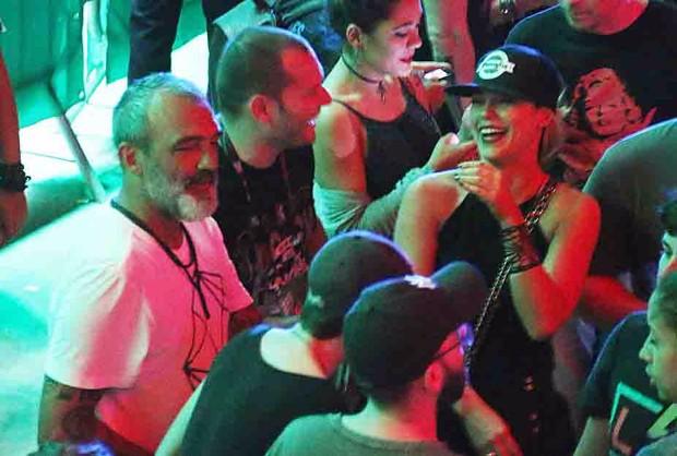 Paolla Oliveira curte Rock in Rio com Papinha e amigos (Foto: Cleomir Tavares/QUEM)