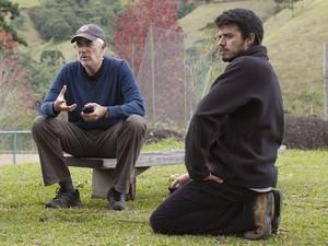 O cineasta Paulo Morelli e seu filho Pedro no set de filmagens de 'Entre nós' (Foto: Divulgação)