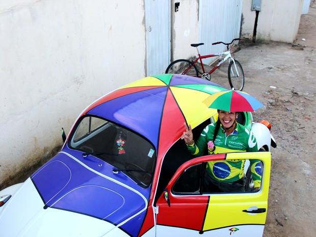 Vereadora estampou sombrinha em seu fusca (Foto: Duaine Rodrigues /G1)