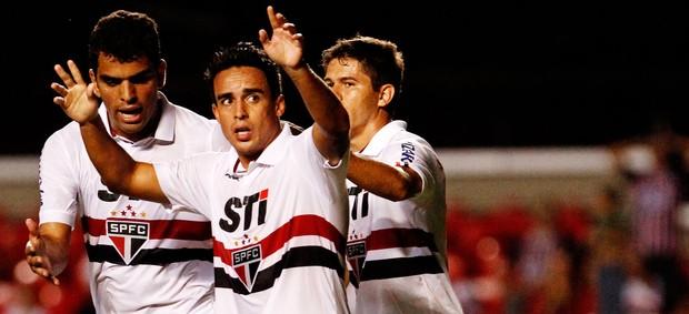 Jadson comemora gol do São Paulo sobre o Linense (Foto: Léo Pinheiro/Agência Estado)