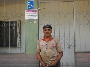 Cosme da Silva reforma cadeiras de rodas Muriaé (Foto: Cida Bandeira/ Arquivo Pessoal)