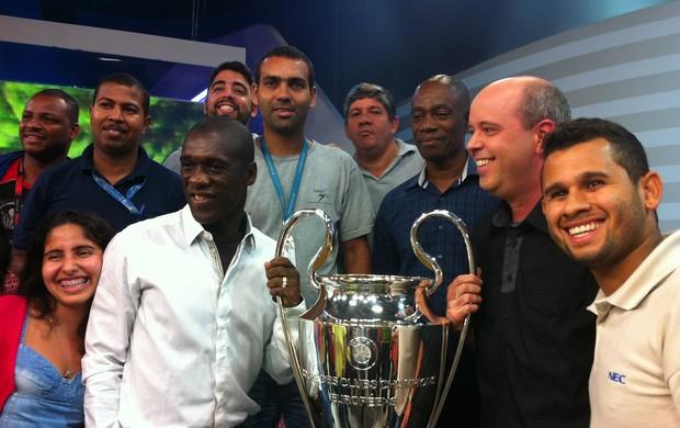 Seedorf Alex Escobar taça liga dos campeões da europa (Foto: Juliana Vicente)