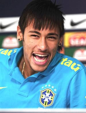 Neymar coletiva Seleção Brasileira (Foto: Marcos Ribolli / Globoesporte.com)