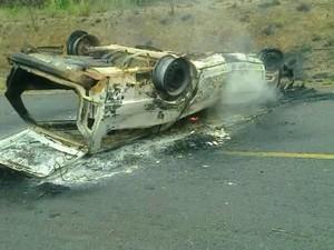 Acidente aconteceu a 50 quilômetros de Boa Vista (Foto: Pasini Amorim)