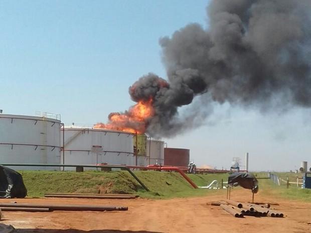 Tanque de combustível pega fogo em usina (Foto: Arquivo Pessoal)