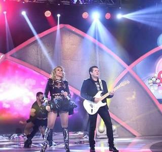 Joelma no Raul Gil (Foto: Reprodução/Facebook)
