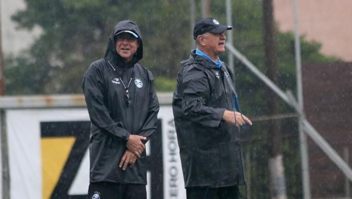 Felipão comanda treino do Grêmio sob temporal  (Foto: Diego Guichard)