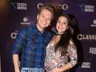 Thais Fersoza exibe barriguinha de grávida com Michel Teló em show