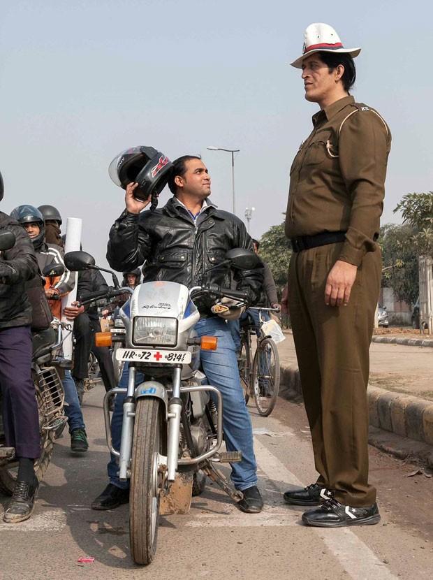 Rajesh Kumar, de 38 anos e 2,23 metros de altura, é considerado o policial mais alto da Índia (Foto: © COVER ASIA PRESS/IBERPRESS)