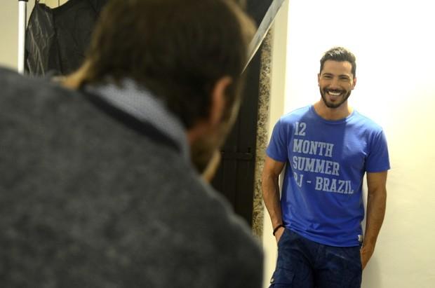 Uriel del Toro nos bastidores de campanha (Foto: Roberto Teixeira/ EGO)