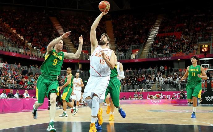 Marc Gasol e Marcelinho Huertas, basquete, Brasil x Espanha (Foto: Agência Getty Images)