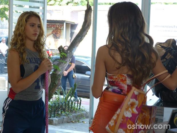 Flaviana trata de despachar Meg do salão (Foto: Malhação / TV Globo)