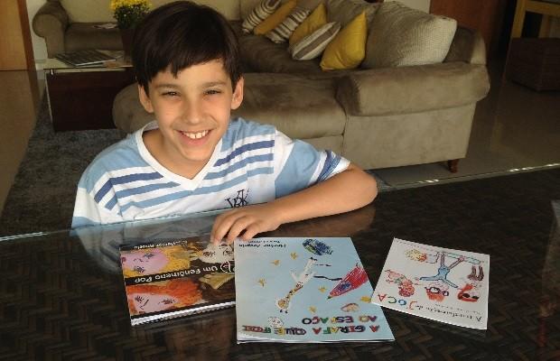 Aos 11, Hector Ângelo Melo Briet de Almeida que já publicou 4 livros sonha alto: 'Quero ganhar o Oscar', em Goiânia, Goiás (Foto: Sílvio Túlio/G1)