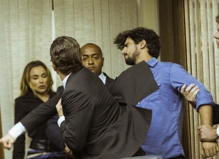 Renato leva soco de Vitor ao dizer que ele perdeu