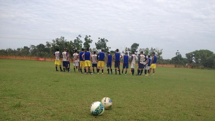 Concentração de equipes Sub-20 e Sub16 do Rondoniense antes do jogo coletivo  (Foto: Lívia Costa)