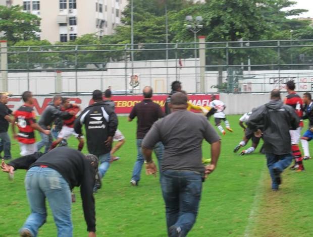 jogo Flamengo x Vasco briga juniores (Foto: Gustavo Rotstein / Globoesporte.com)