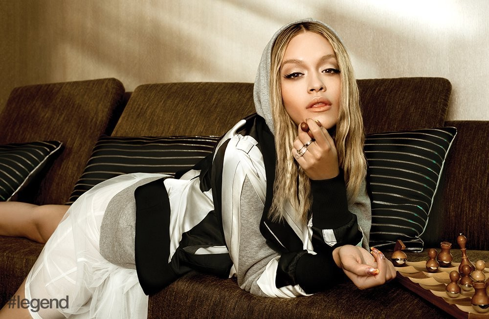 Rita Ora mostra seu sex appeal em ensaio para revista  (Foto: Divulgação)