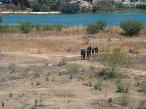 PM recorreu a ajuda de banhistas de caiaque no Rio São Francisco para prender um ex-presidiário (Foto: Divulgação/ 5ºBPM)